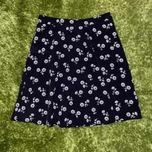 Söt kjol i strl 36<3 frakt tillkommeeeer