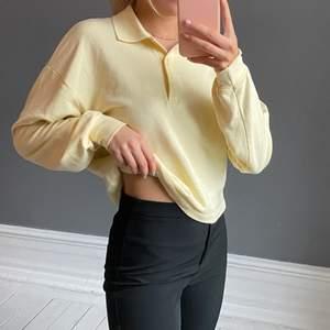 Supersöt tröja från Gina Tricot. Använd en gång! 🧡