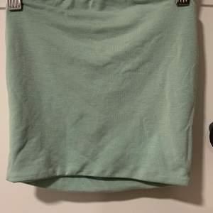 Bandeau linne i mintgrön från BikBok. Använd en gång. Strl xs🥰  Kan fraktas men köpare står för frakten🥰
