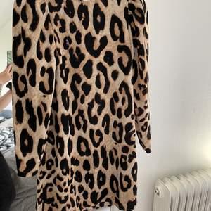 Leopard klänning storlek xs i bra skick :)