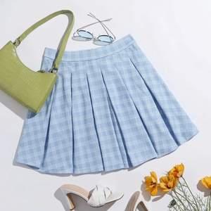 Supersöt ljusblå tenniskjol, älskar verkligen men inte riktigt min stil längre💗 160kr + 50kr frakt💗 Samfraktar såklart om du köper mer från min sida så kanske det kan bli billigare💗