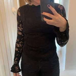 Svart spetströja från Gina tricot 💕 nästan aldrig använd