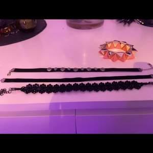 säljer dessa fina chokers och armband. 20 spänn för en choker och 20 för armbandet!