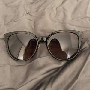 Gucci sunglasses, perfect conditions. Bought them in Florence last year for 280€. Ofc original. Shipping included.