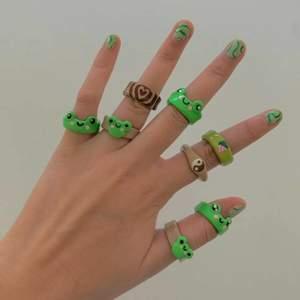 Denna annons är en intressekoll för att se om folk skulle vilja köpa liknande ringar som på bilderna. Skriv gärna en kommentar om ni skulle kunna tänka er att köpa. Skriv gärna även vilken design ni skulle kunna tänka er. Tack o hej ❤️