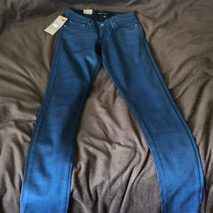 Levis byxor aldrig använda säljer för att de är för små. Storlek 24, köpta för 899 säljs för 400
