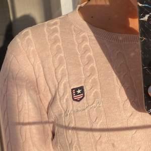 Säljer en bondelid tröja i storlek xs, använd ett fåtal gånger och är i bra skick. Säljs för 70 kr eller bud