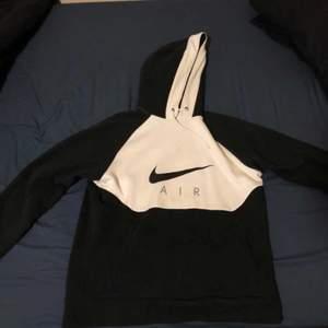 Stl: M || Skick: 10/10, säljer då dessa har inte kommit så mycket till användning då har massor av oversized tröjor. Köpta i UK.