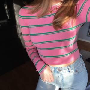 Jättefin tröja från zara som sitter väldigt tajt mot kroppen, supersnygg nu till sommarn, använd Max 2 gånger