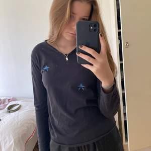 Säljer min superfina långärmade Zadig tröja med glittriga blåa stjärnor på❤️