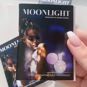 Säljer 3 st Moonlight samples av Ariana Grande. Kan även byta mot Ariana saker men då måste d va ngt väldigt bra💜✨ Säljer pga att jag har flera st & säljer ganska dyrt pga att den e skit rare & sälja int längre