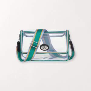 Cool genomskinlig väska från Becksöndergaard! Syns på Den genomskinliga delen att den är använd, men märks inte när man har saker i☺️❤️