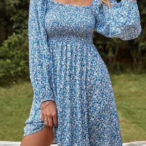 superfin klänning, aldrig använd, inte min stil riktigt 🤍🤍