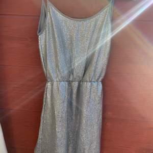 Glitterklänning från bikbok xs