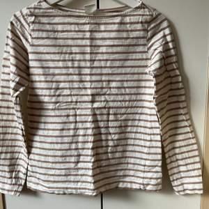 En långärmad hm tröja som inte gått till andvändning, andvänd någon gång bara.