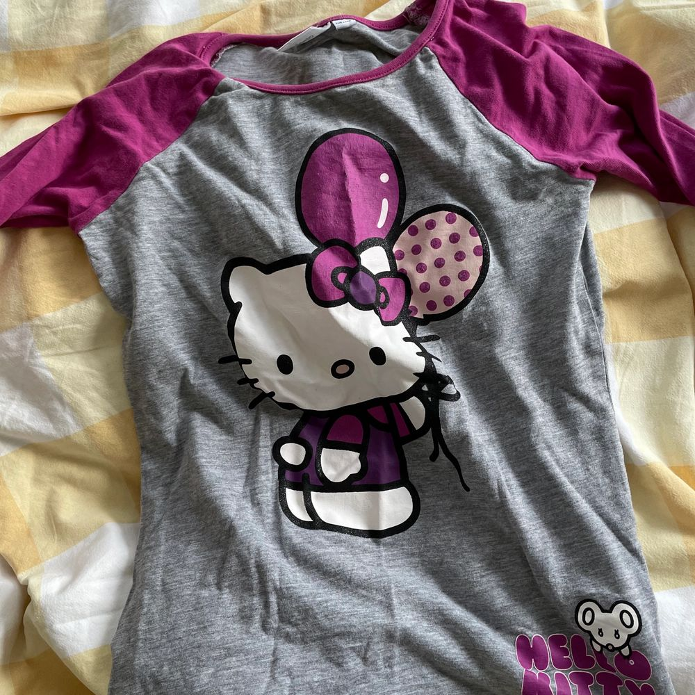 Hello Kitty baby tee. Toppar.