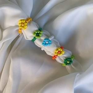 Färgglada ringar i olika färger💚💜💙🧡💛Såå fint att matcha o piffa upp sin outfit med! 35kr st, Går även att själv välja färg & kompinera☀️ Ta beställning här på Plick eller kolla in Instagram @emmaxjewelry