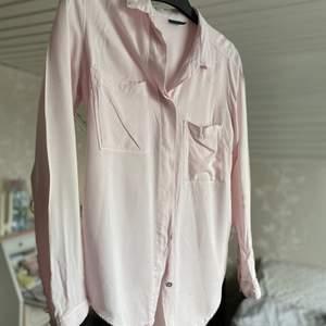 Jätteskön blus i rosa, säljes för 100kr, frakt tillkommer