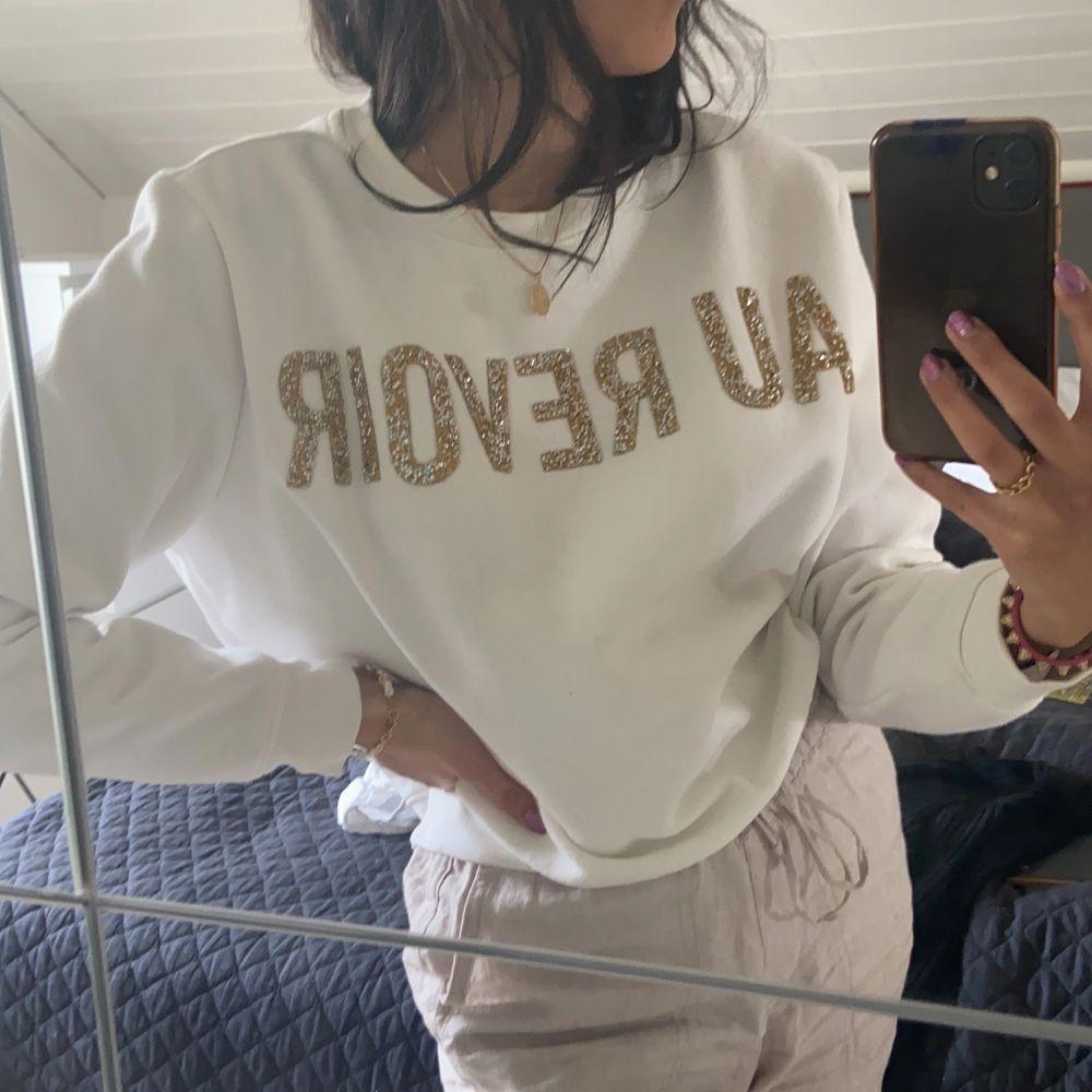 Collage tröja köpt på H&M. . Tröjor & Koftor.