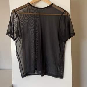 Svart mesh t-shirt  från Nelly i storlek S! 💕