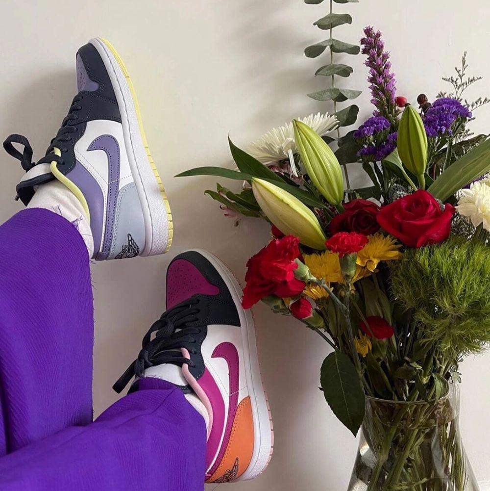 Obs! Lånad bild! Köpt från nike hemsida och skorna är helt slutsålda! Skorna är oanvända och box medföljer! Budgivning som gäller! Storlek n 40 men passar även 39!. Skor.