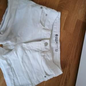 Low waist shorts från Cubus. Storlek 32 / XXS / XS