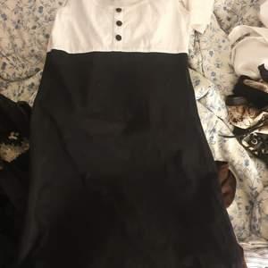 Säljer min klänning från HM divided som jag inte längre använder idag.