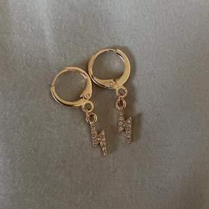 Säljer dessa fina örhängena, frakt tillkommer med 11kr!💓