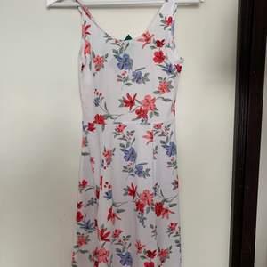 Ny klänning med lappen kvar storlek 36