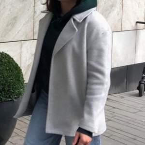 En kappa från Zara som tyvärr inte kommer till användning längre, denna modell finns inte längre på lager