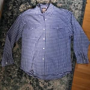 Supersöt skjorta köpt på Beyond retro ❤️ passar m/s, bra skick