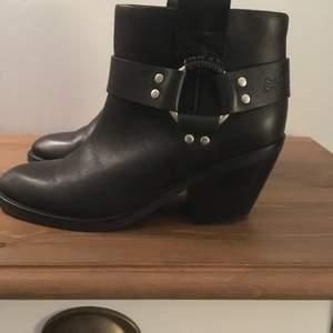 Boots See by Chloe - Aldrig använda - köpta second hand ( liten skrapa på högra hälen som knappt syns ) annars tio top !!!