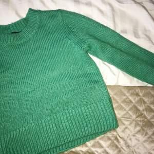 Säljer denna supersnygga tröja ifrån Lindex som dessutom är slutsåld! Stl s, endast provad men aldrig kommit till användning✨ Köpare står för fakt💛