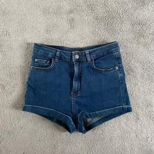 Jeansshorts från pull&bear. Säljer pga för små