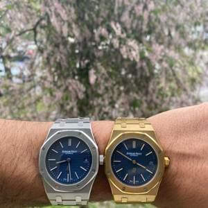 Royal Oak ultra thin 39mm automatisk i safirglass. Båda är i rostfritt stål och ena är guld pläterad. Säljs för 2500kr styck. Köper du båda samtidigt så får du dom för totalt 4000kr.