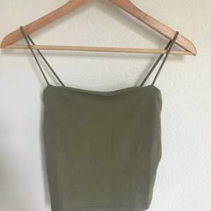 Ett linne från Gina Tricot som ej kommer till andvändning längre. Är i fint skick och säljer för 20kr inklusive frakt. 🤍