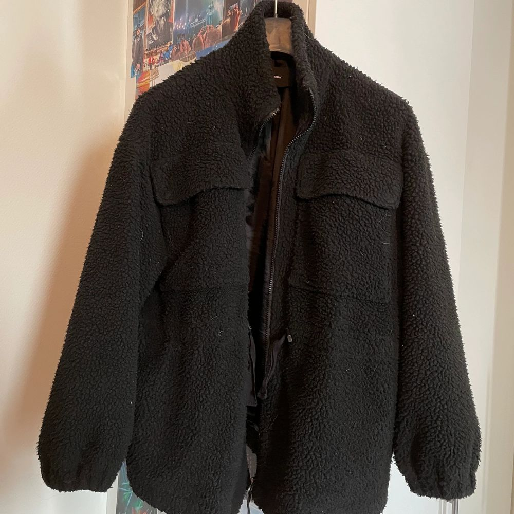 Svart gosig Teddyjacka. Från vero Moda. Väl använd. Inga fläckar eller hål i jackan. Oversized . Jackor.