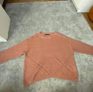 En stickad tröja i gammel rosa färg från Lager 157, jätte skön men inte kommit till användning av mig