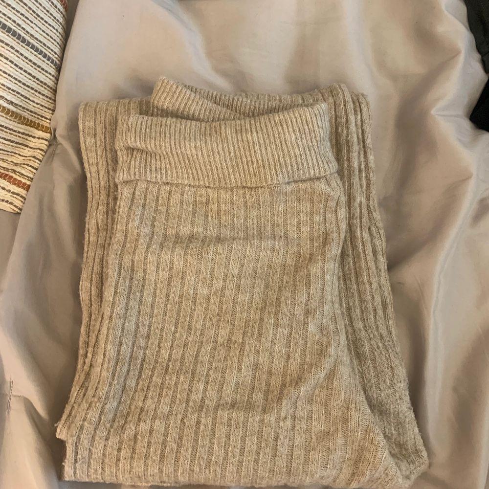 Sköna nude byxor i stretch. Från H&M. Långa och raka. . Jeans & Byxor.