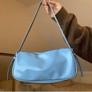 Super gullig pastell blå väska perfekt nu t våren och sommaren! Köpt ifrån Nelly för ca 300-400kr💗