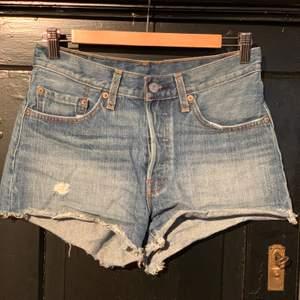 Shorts från Levis i storlek W26.  Modellen heter 501   Använd få gånger.