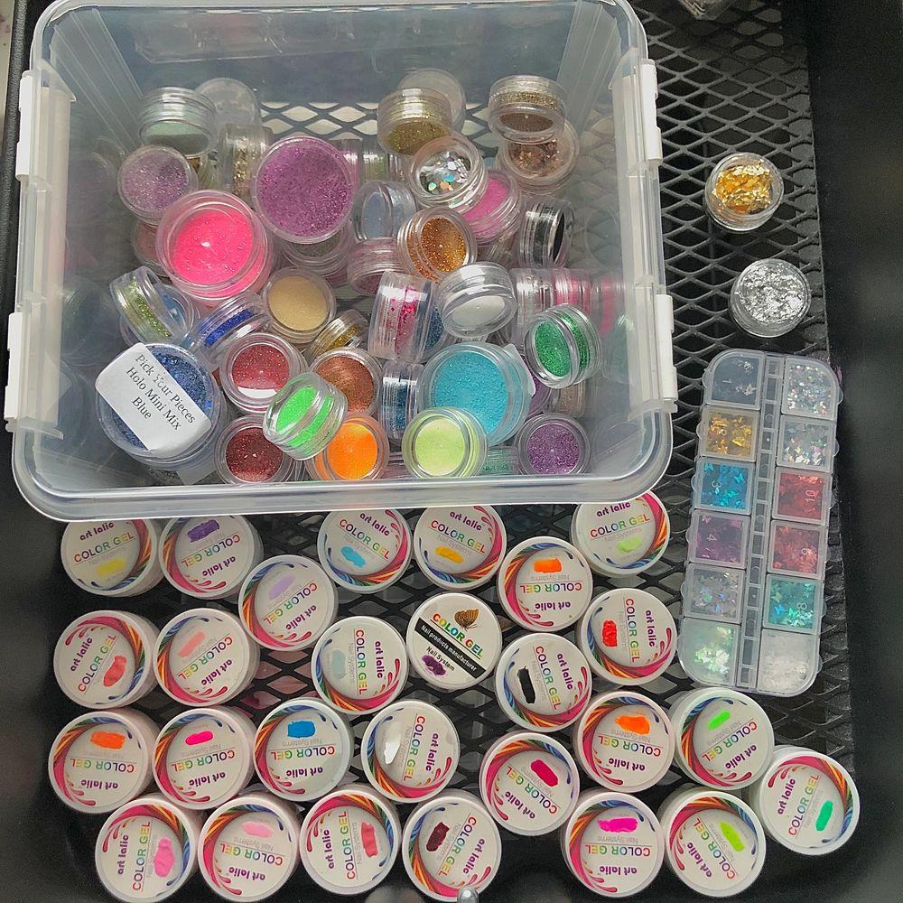 Customized ringar. Jag kan göra ringar utifrån dina önskemål. Sista bilden visar alla färger, glitter och dekor jag har. Alla ringar kostar 30kr/st (+frakt) ‼️Skriv till mig vid frågor och hur du mäter din ring storlek‼️ . Accessoarer.