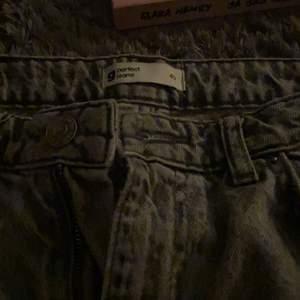 Sköna mon jeans från Gina använda 1 gång ny skick kostade runt 400-500kr sälj för 250kr kan gå ner vid snabb affär 💙
