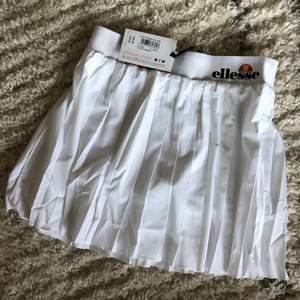 ELLESSE TENNIS PLEATED SKIRT IN WHITE .  Size S