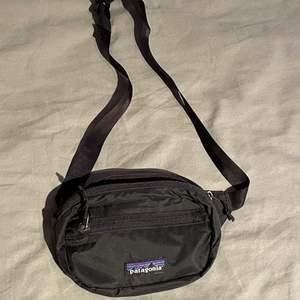 Praktisk midje väska