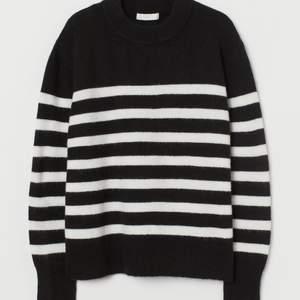 Säljer denna snygga stickade tröja från hm! Helt ny med prislapp kvar💓💓 Storlek S