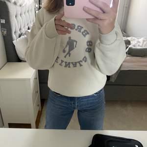 Så mysig och snygg sweatshirt från Gina 🤍🤍 Använd ett fåtal gånger😇
