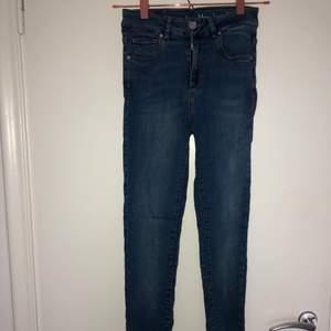 Ett par skinny jeans från never denim med mycket stretch. Storlek XS. Jättefint skick! Pris kan alltid diskuteras! ☺️