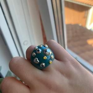 Grön chunky diamant ring 💚🌈 trendig och passar till det mesta :)