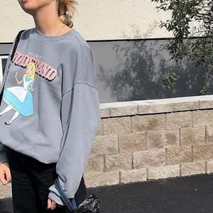 Så söt grå sweatshirt ifrån h&m slutsåld , köparen står för frakt